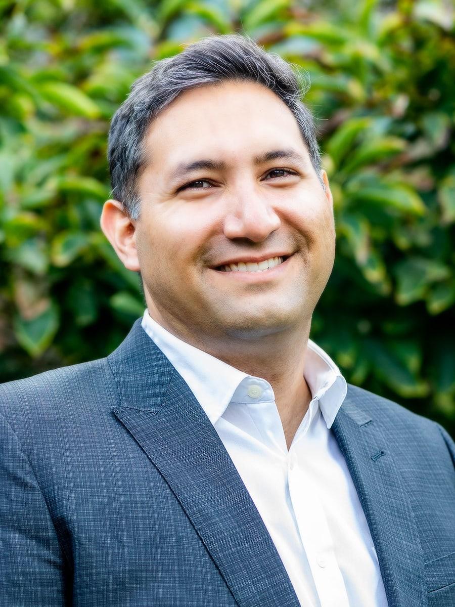 Dr Babak Farr