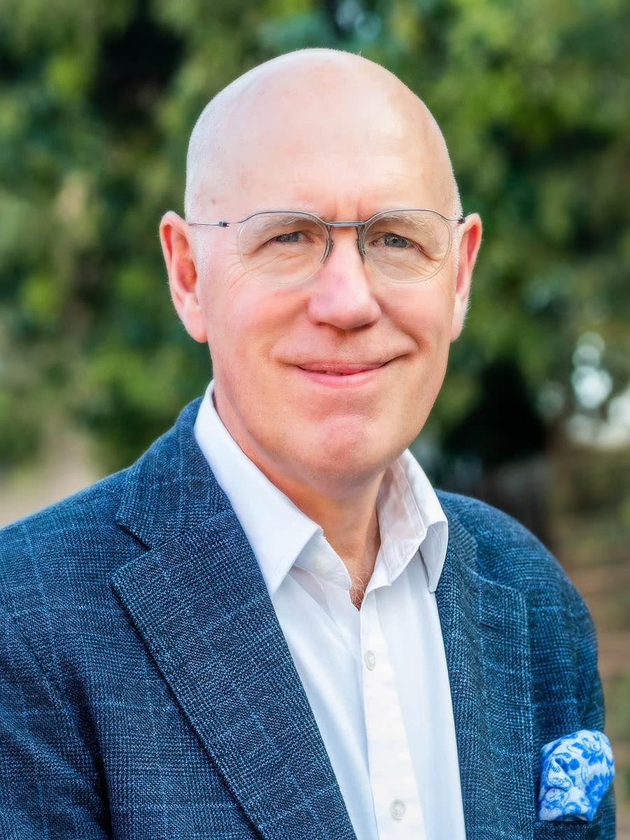 Dr Clayton Thomas